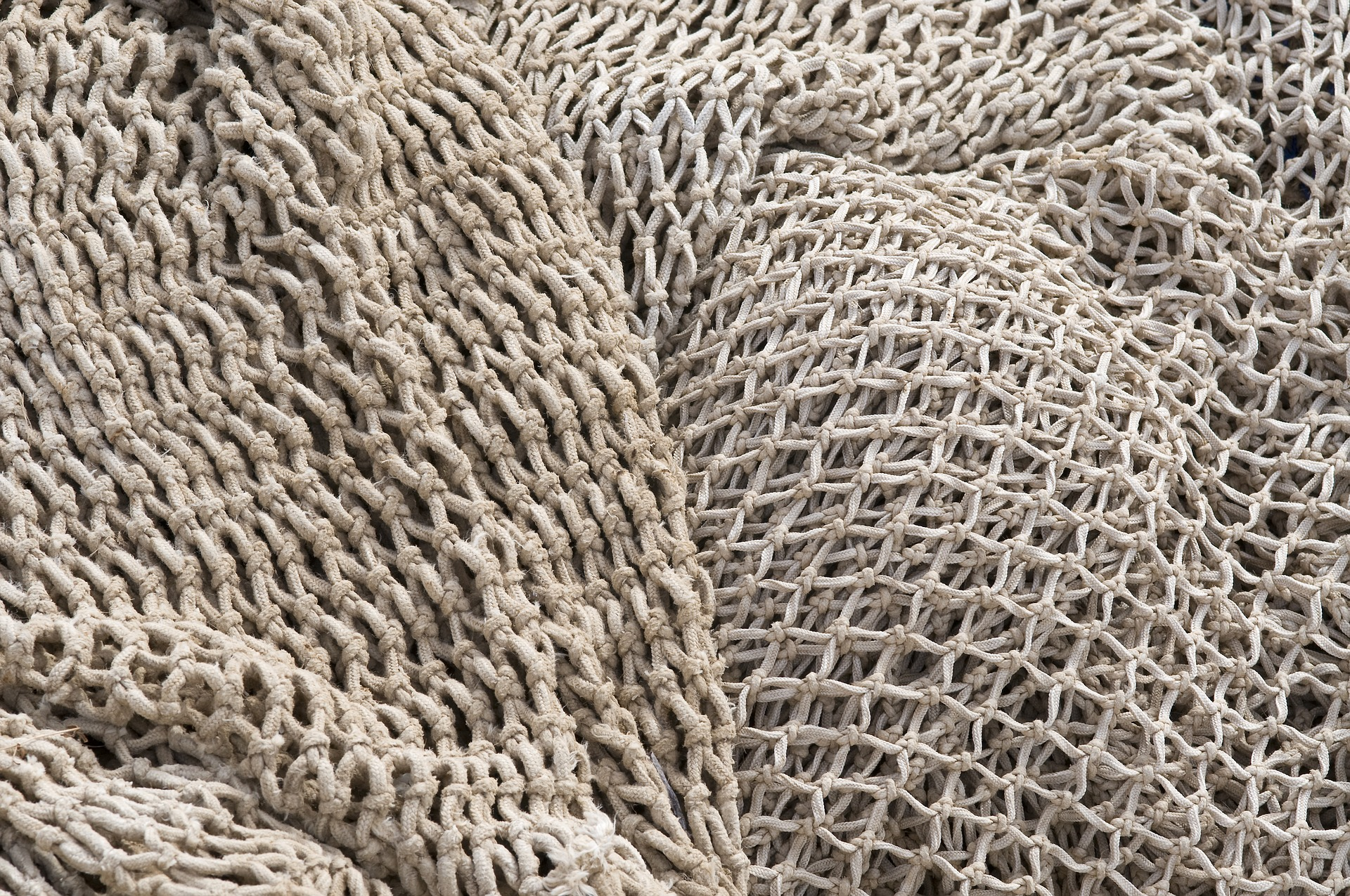 fishing-nets-3341187_1920